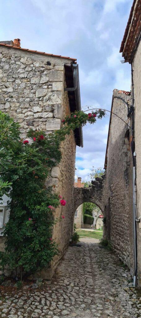 Charroux-plus-beaux-villages-de France