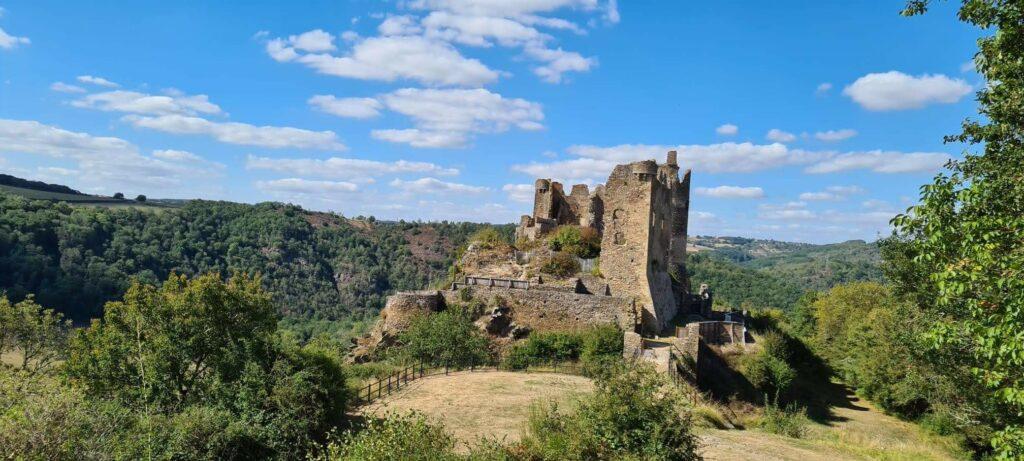 Le-Chateau-Rocher-de-Menat