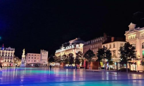 Place-de-Jaude-la-nuit Clermont Ferrand